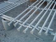 Столбы и сетка-рабица